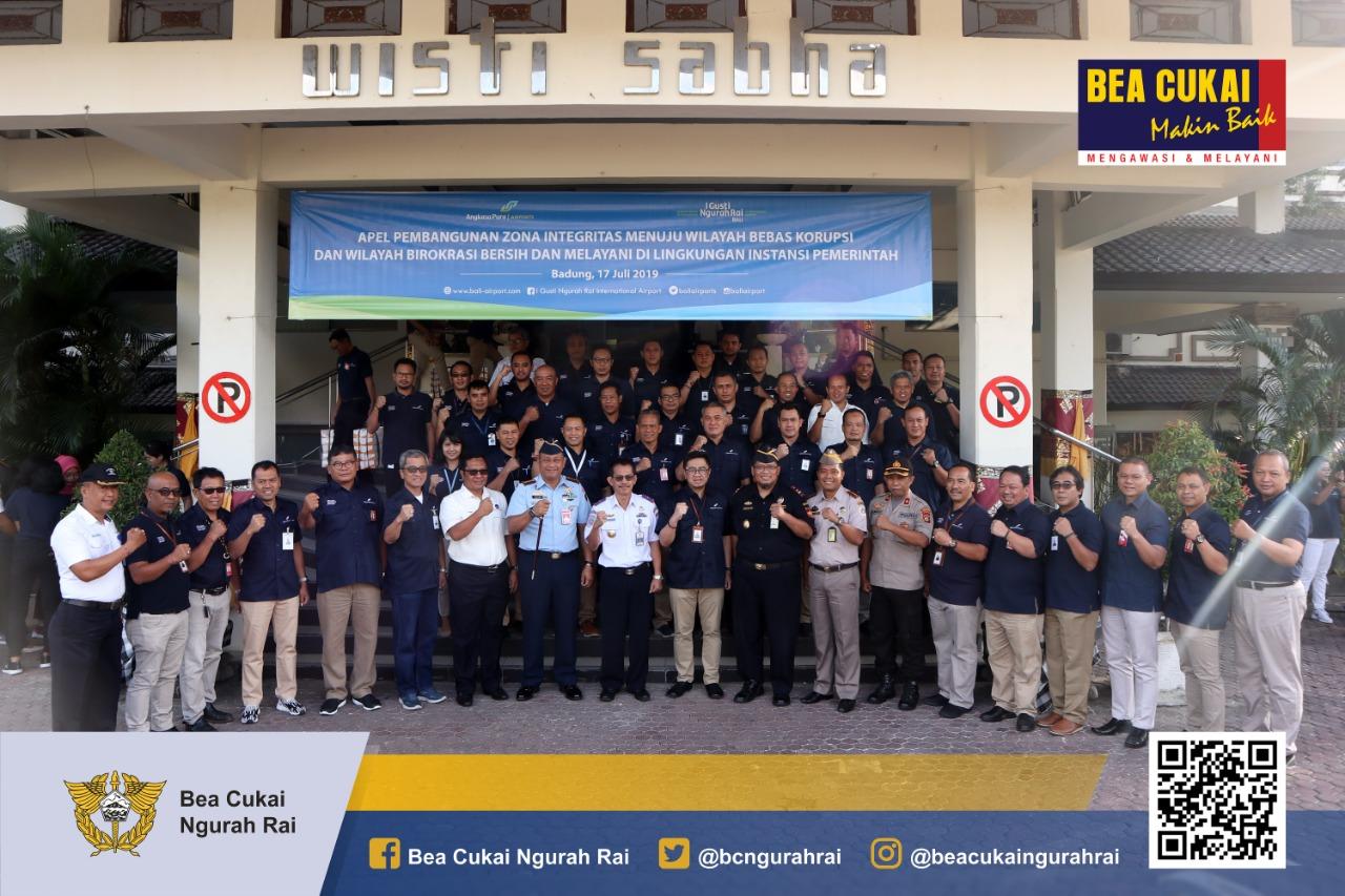 Apel Pencanangan Zona Integritas Wilayah Bebas dari Korupsi (WBK) dan Wilayah Birokrasi Bersih dan Melayani (WBBM) di Halaman Gedung Wisti Sabha, Bandar Udara I Gusti Ngurah Rai.