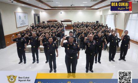 Apel Luar Biasa dengan agenda penyampaian arahan Direktur Jenderal Bea Cukai yang disampaikan oleh Kepala Kantor, Himawan Indarjono