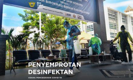 Penyemprotan cairan desinfektan di seluruh area gedung pelayanan kantor Bea Cukai Ngurah Rai